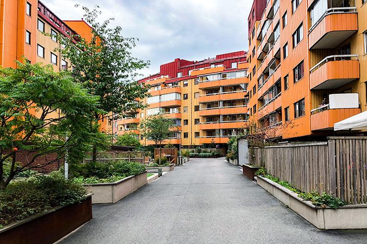 På HSB BRF Friggagatan har Floreas Bygg & Förvaltning uppfört ett spaljéskydd vid grillplatsen, bytt ventiler i dörrar samt diverse andra mindre uppdrag.